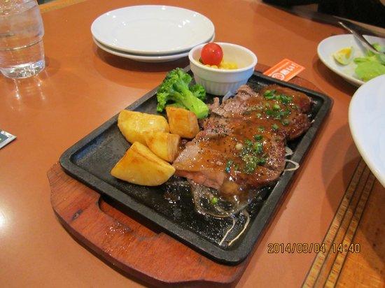 Brasserie Ginza Lion Haneda Kukou: サーロインステーキ