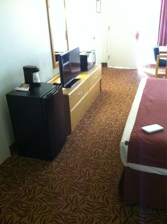 Econo Lodge Old Town: Single king. Came with flat screen, microwave, coffee maker, and refrigerator.