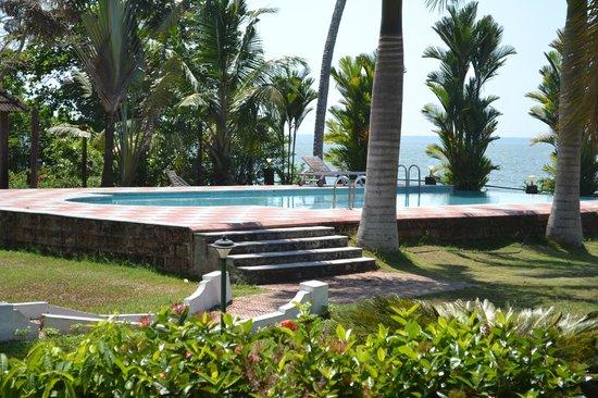 Leisure Vacations Goldfield Lake Resort: Swimming pool