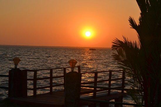 Leisure Vacations Goldfield Lake Resort: Sunset view