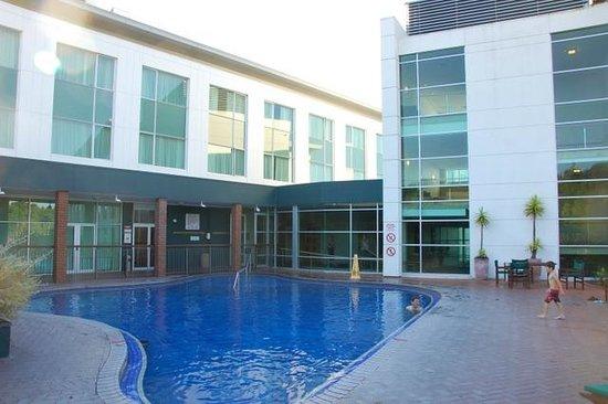 Holiday Inn Rotorua : 很少人使用的温泉恒温游泳池