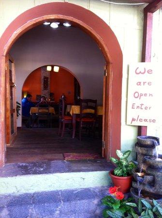 Cafe Ali Cumba : Welcoming doorway
