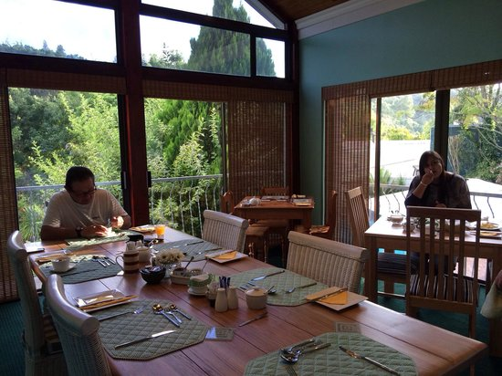 Edenwood Guest House: Breakfast in the Summer Room