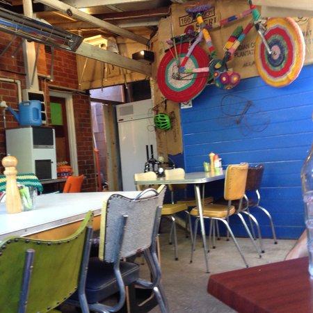 Cafe Derailleur: Rear courtyard!