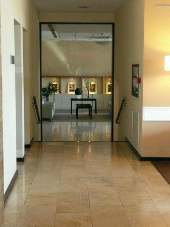 Tower Inn & Suites San Rafael: The Tower Lobby