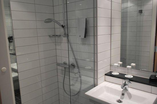 Thon Hotel Linne: Ванная комната