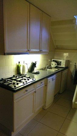 Bridges House Hotel: Kitchen