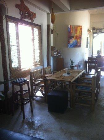The Living Room Italian Restaurant - Thong Nai Pan Yai: library 2