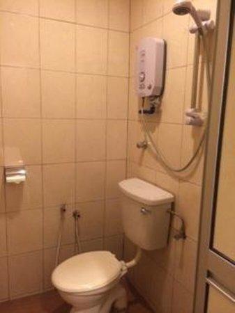 Hotel Sempurna : Bathroom facilities