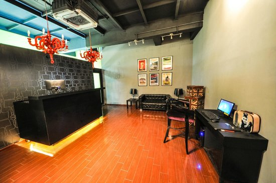 The Travotel Suites: Reception