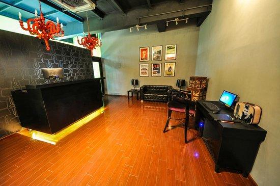 The Travotel Suites: Reception Desk