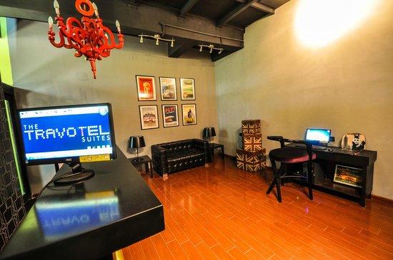 The Travotel Suites: Lobby