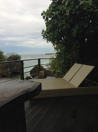 Le Sabot Bali / Beach Front Bungalows Padang Padang: View fm balcony The Studio with 2 big comfy sunbed