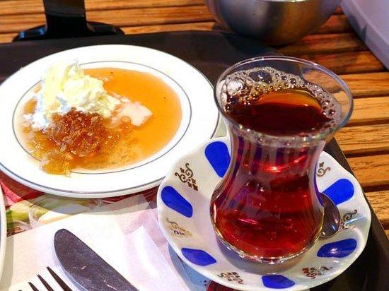 Namli Gurme: Honey with tea