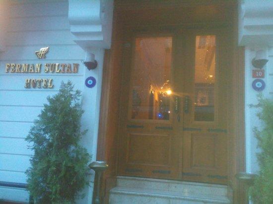 Ferman Sultan Hotel : Entrée de l'hôtel