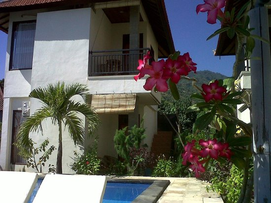 Lucky Paradise Bungalows: from beach