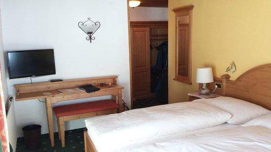 Hotel Gletschergarten: Corner room