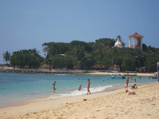 Mini-Hotel VillaWatuna: Пляж Унаватуны
