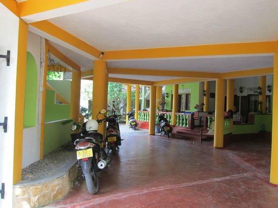 Mini-Hotel VillaWatuna: Вход в отель