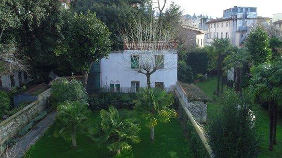 Relais La Corte di Cloris : giardinetto dal balcone della camera