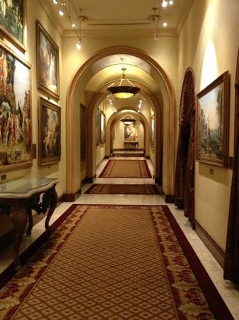 Peermont D'oreale Grande at Emperors Palace: Corridor to Casino
