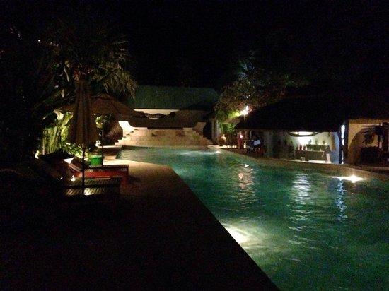 The Sunset Beach Resort & Spa, Taling Ngam: pool evening