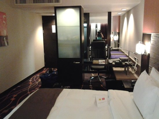 Radisson Suites Bangkok Sukhumvit : Our bedroom