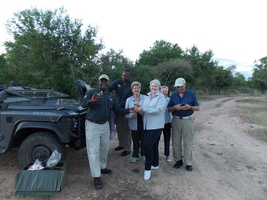 Lion Sands - Tinga Lodge: Sundowners...drinks in the bush with friends.