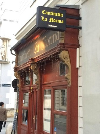 Cantinetta La Norma : La Norma: close to the gothic cathedral St. Stephan in the city center of vienna