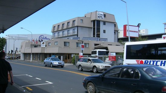 The Victoria Hotel Dunedin: Hotel seen from St.Andrew Street