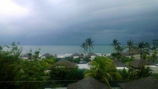 The Seminyak Beach Resort & Spa: Rainy season view from the room