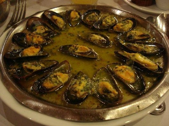 Chez Leon: Mussels with snail butter