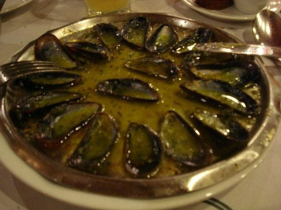 Chez Leon: Mussels with snail butter (eaten)