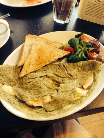 Moments Cafe: Pesto omelette