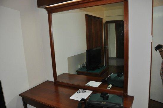 Sapphire Hotel: big mirror