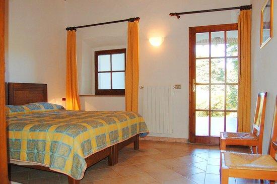 Ferienwohnungen mit Pool - Landgut «Le Valli» Toskana: Schlafzimmer ebenerdig zum Park