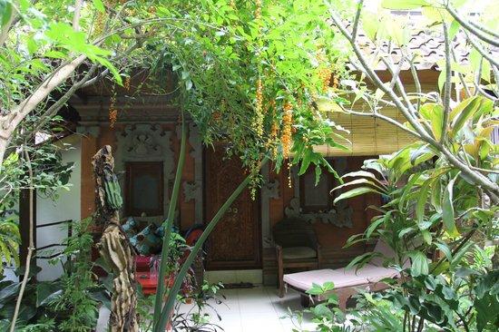 Geria Giri Shanti Bungalows: 酒店外景