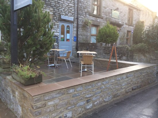 The Causeway Shop: Outside seating area
