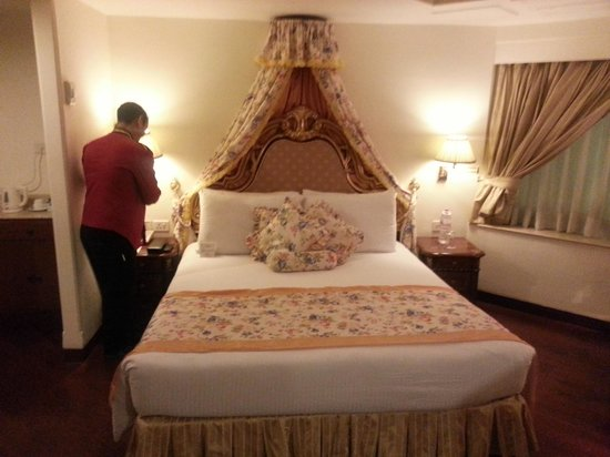 Hotel The Royal Plaza: room :)