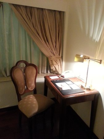 Hotel The Royal Plaza: room