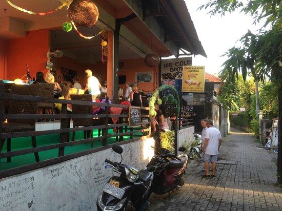 Yogi's Paradise and Grill : Yogi's Bar