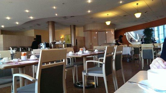 Novotel Bern Expo : Salle petit déjeuner