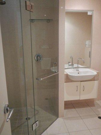 Colonial Resort: Studio Room Bathroom