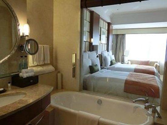 Shanghai Marriott Hotel City Centre : バスルーム