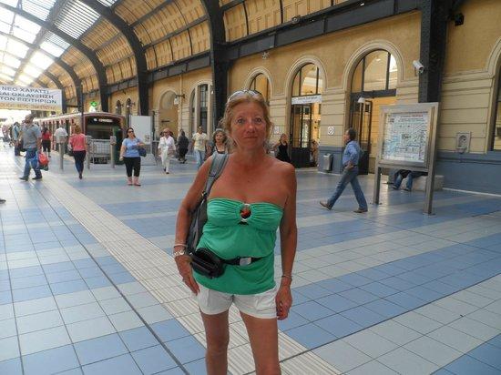 Hotel Solomou Athens: estacion de subte en Pireus