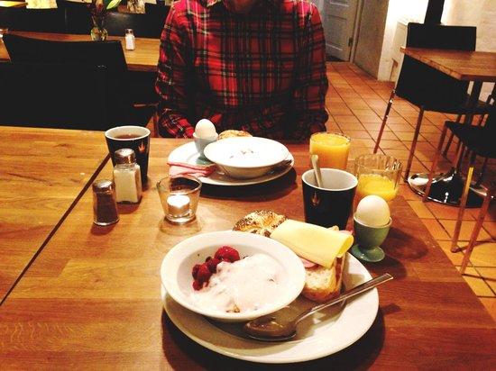 Hotel Hellstens Malmgard: Завтрак