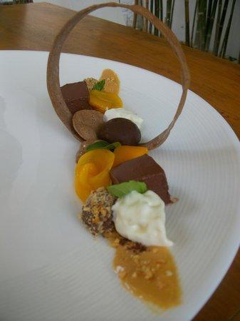 The Common Tiger: Dessert chocolats, mangue, café et sauce cacahuète