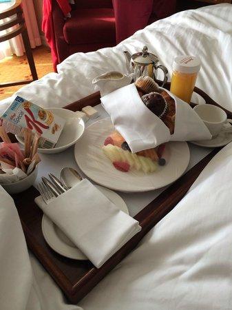 London Marriott Hotel Regents Park: Continental breakfast