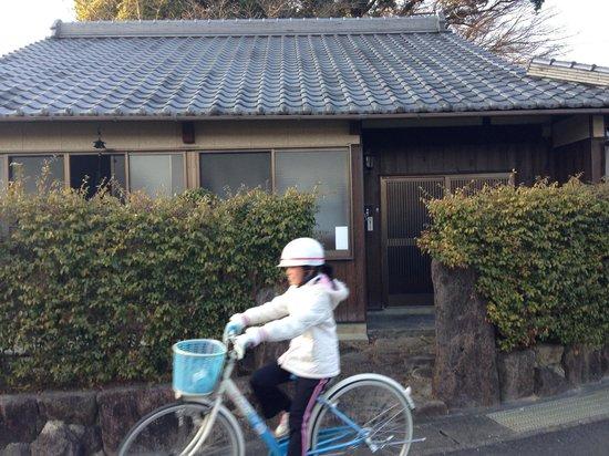 Hinoie: 外観は見過ごしそうな一軒家