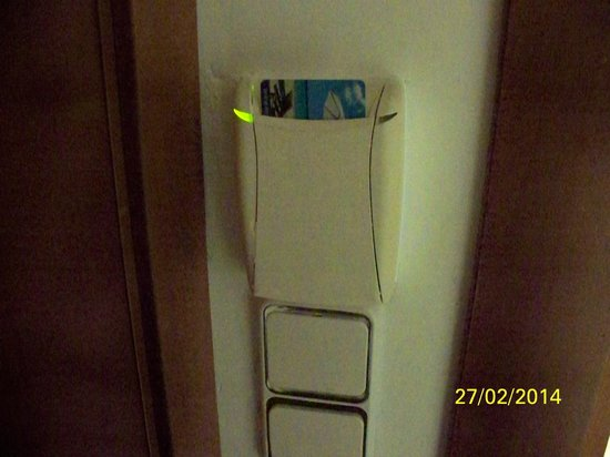 Hotel Morlans Garden: wird die Karte herrausgezogen schaltet sich der Strom autom. ab